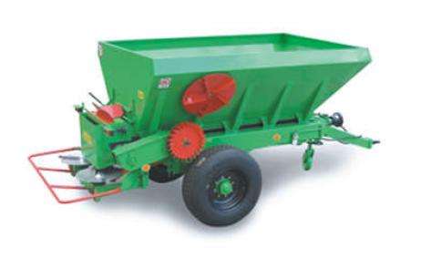 Vásárolni RCW 3000, 5500, 10000 vontatott kéttárcsás mész- és műtrágyaszórók