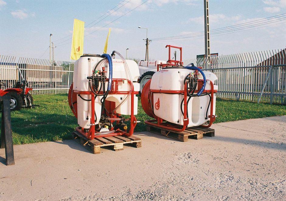 Vásárolni Agromehanika AGP 200 300 400 500 EN Függesztett Permetezőgép (Axiálventillátoros)