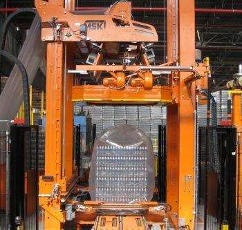 Vásárolni Zsugorfóliás csomagoló berendezések az üvegpalackgyártó iparág számára.