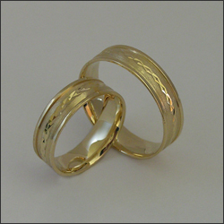 Vásárolni Lapidált Arany karikagyűrű