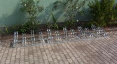 Kerékpártároló 12 férőhelyet biztosít.