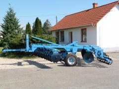 Elmunkálóval szerelt középnehéz vontatott V