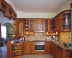 Ilágos konyak színű konyha bútor