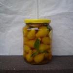 Egész sárga körteparadicsom, fűszeres olívaolajban