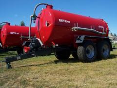 DETK-138 szippantó és kiszóró tartálykocsik