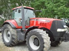 Traktor CASE Magnum 225