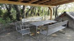 Mira rozsdamentes kerti bútor család, hintaágy, törölközőtartó, faszenes grill, bortartó