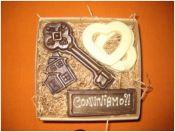 Сsokoládéból készített kulcs, szív és házikó