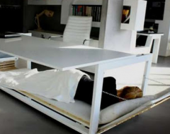 Helytakarékos, átalakitható ágy.