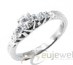 Aranygyűrű gyémántal
