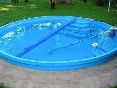 Kör alakú medence