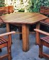 Fa kerti asztal